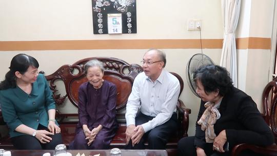 Bốn cụ ông, cụ bà xúc động khi trò chuyện cùng Giám đốc Công an TP HCM - Ảnh 5.