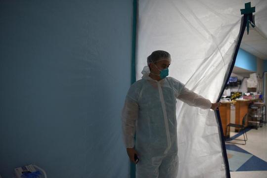 Số ca nhiễm mới mỗi ngày tại Mỹ lại lập kỷ lục - Ảnh 1.