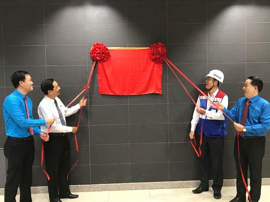 Gắn biển công trình chào mừng Đại hội Đại biểu Đảng bộ TP HCM - Ảnh 1.