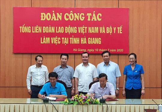 Bộ Y tế và Tổng LĐLĐ Việt Nam phối hợp nâng cao sức khỏe cho người lao động - Ảnh 1.
