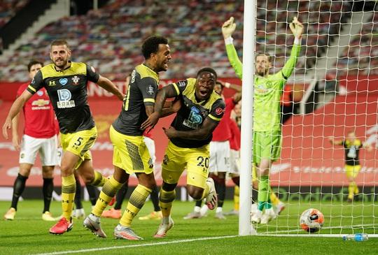 Mất điểm phút 90+6, Man United vỡ mộng ở thánh địa Old Trafford - Ảnh 7.