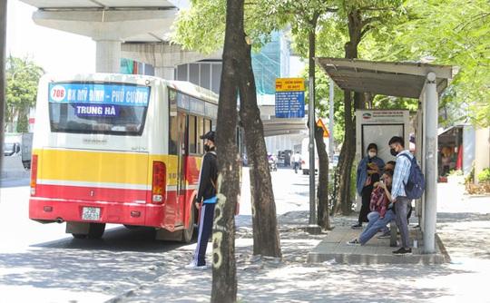 Xe buýt Hà Nội chết mòn - Ảnh 1.