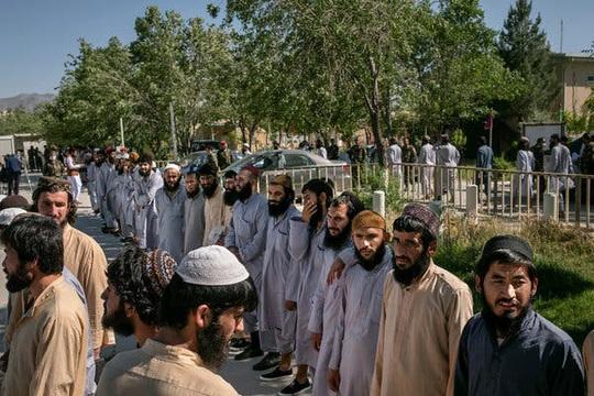 Hé lộ người đàn ông bí mật vụ Nga treo thưởng Taliban giết lính Mỹ  - Ảnh 1.