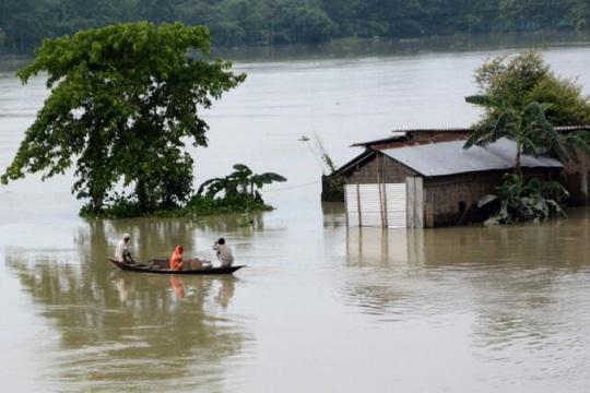 Trung Quốc hứng lũ lụt, láng giềng cũng không thoát - Ảnh 1.