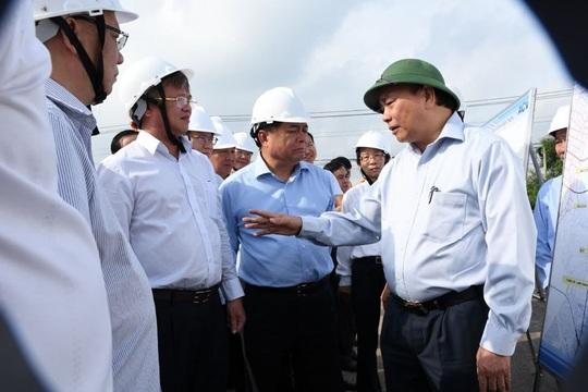Thủ tướng Nguyễn Xuân Phúc kiểm tra thực địa dự án sân bay Long Thành - Ảnh 2.