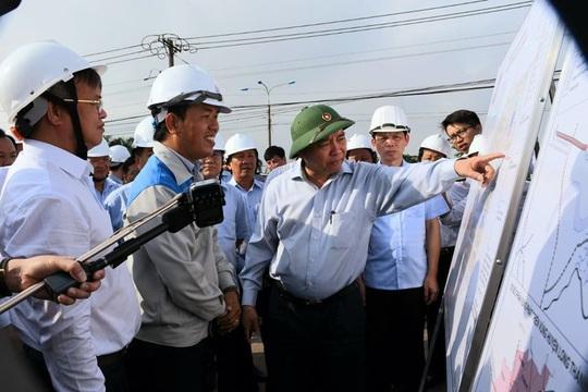 Thủ tướng Nguyễn Xuân Phúc kiểm tra thực địa dự án sân bay Long Thành - Ảnh 1.