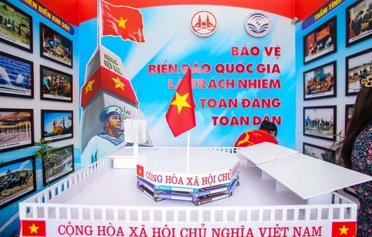 Trưng bày 300 bức ảnh về công cuộc xây dựng, bảo vệ chủ quyền biển, đảo Việt Nam - Ảnh 19.