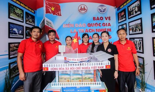 Trưng bày 300 bức ảnh về công cuộc xây dựng, bảo vệ chủ quyền biển, đảo Việt Nam - Ảnh 12.