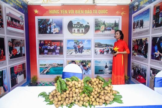 Trưng bày 300 bức ảnh về công cuộc xây dựng, bảo vệ chủ quyền biển, đảo Việt Nam - Ảnh 10.