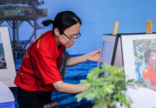 Trưng bày 300 bức ảnh về công cuộc xây dựng, bảo vệ chủ quyền biển, đảo Việt Nam - Ảnh 8.