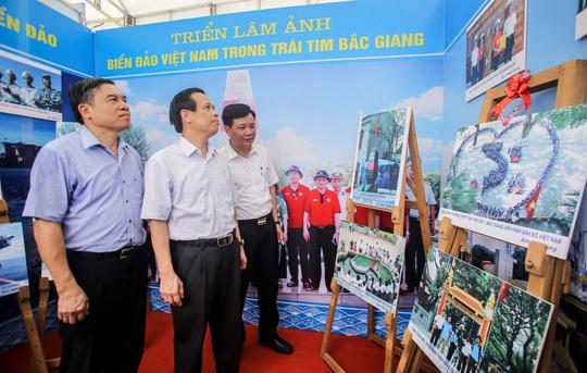 Trưng bày 300 bức ảnh về công cuộc xây dựng, bảo vệ chủ quyền biển, đảo Việt Nam - Ảnh 6.