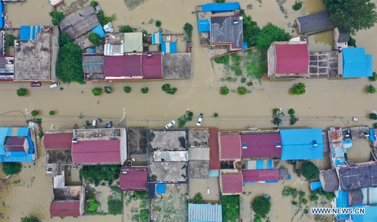 """Trung Quốc lo """"điều tồi tệ hơn"""" giữa lũ lụt lịch sử - Ảnh 2."""