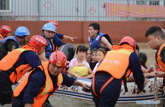 """Trung Quốc lo """"điều tồi tệ hơn"""" giữa lũ lụt lịch sử - Ảnh 4."""