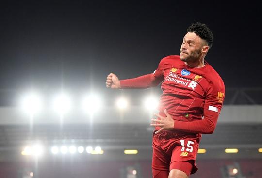 Vùi dập Chelsea, Liverpool tưng bừng nâng cúp vô địch ở Anfield - Ảnh 5.