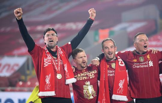 Vùi dập Chelsea, Liverpool tưng bừng nâng cúp vô địch ở Anfield - Ảnh 7.