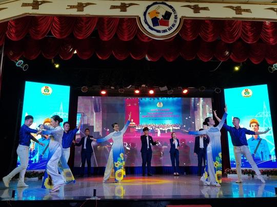 Nghệ sĩ Thành phố mang tên Bác hát về  tổ chức Công đoàn - Ảnh 1.