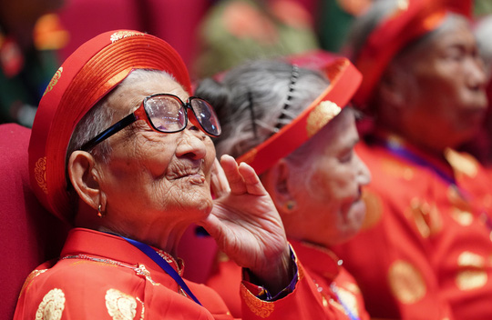 Chùm ảnh: Thủ tướng dự chương trình gặp mặt các Bà mẹ Việt Nam anh hùng - Ảnh 6.