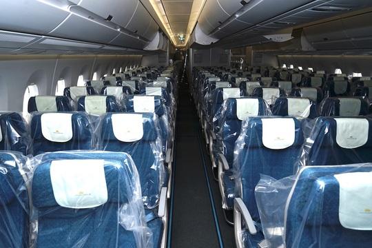 Bên trong chuyến bay đặc biệt đón 120 bệnh nhân Covid-19 từ Guinea Xích đạo về nước - Ảnh 3.