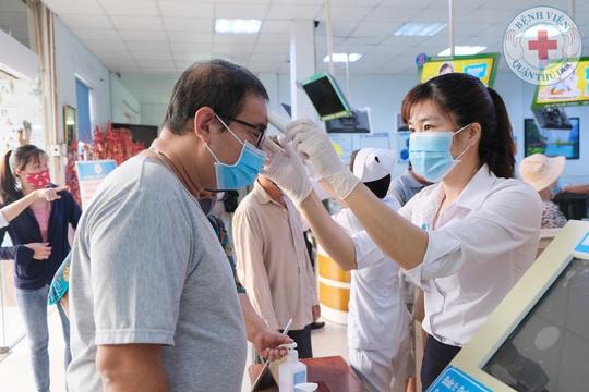 TP HCM kích hoạt toàn bộ hệ thống khám chữa bệnh - Ảnh 1.