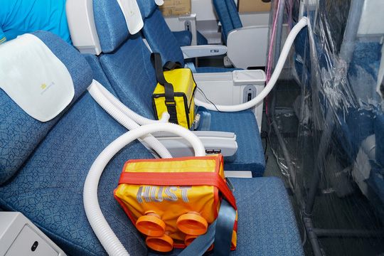 Bên trong chuyến bay đặc biệt đón 120 bệnh nhân Covid-19 từ Guinea Xích đạo về nước - Ảnh 9.