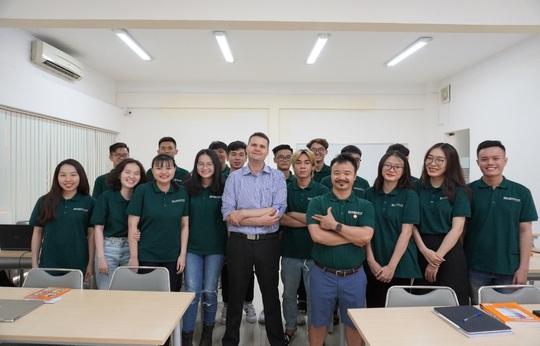 Trường ĐH Ngân hàng TP HCM tiếp nhận du học sinh không tiếp tục học ở nước ngoài do dịch Covid-19 - Ảnh 1.