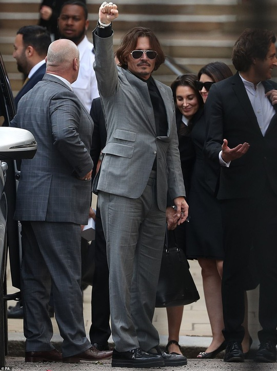 """""""Cướp biển"""" Johnny Depp khẳng định mình là nạn nhân bị bạo hành - Ảnh 1."""