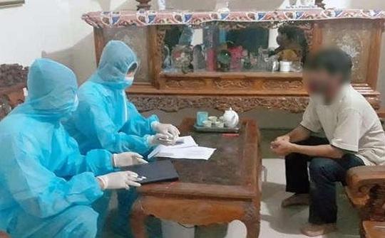 Nghệ An lấy mẫu xét nghiệm Covid-19 nữ sinh về từ Đà Nẵng bị ho, sốt - Ảnh 1.