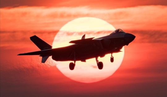 """Nhà thiết kế J-20 của Trung Quốc bàn về """"chim ăn thịt"""" F-22 của Mỹ - Ảnh 2."""