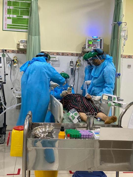 Bác sĩ Bệnh viện Chợ Rẫy tiếp tục lên đường chi viện cho Đà Nẵng - Ảnh 2.