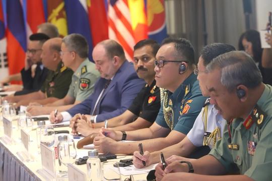Nhật Bản nêu vụ tàu cá Việt Nam chìm sau va chạm tàu Hải cảnh Trung Quốc tại Hội nghị Chính sách an ninh ARF - Ảnh 8.