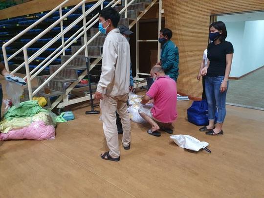 Tiến hành lắp đặt bệnh viện dã chiến Covid-19 hơn 94.000m2 ở Đà Nẵng - Ảnh 9.