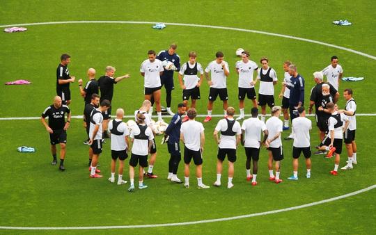 Hùng binh Man United đổ bộ Cologne, quyết chiến Europa League - Ảnh 6.
