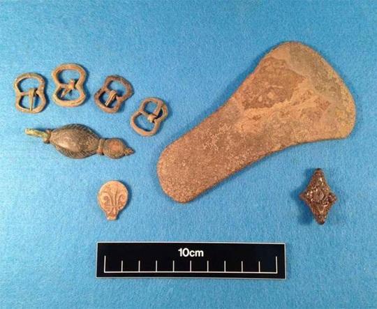 Dò kim loại, phát hiện kho báu quốc gia vô giá 3.000 năm tuổi - Ảnh 2.