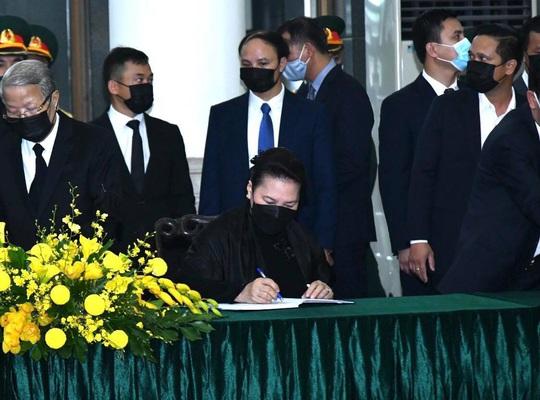 Thủ tướng, Chủ tịch Quốc hội ghi gì trong sổ tang nguyên Tổng Bí thư Lê Khả Phiêu? - Ảnh 3.