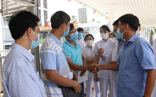 CLIP: Y - bác sĩ Bệnh viện Chợ Rẫy với phút chia tay lên đường vào tâm dịch Covid-19 - Ảnh 1.