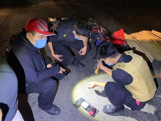 Truy tìm xe container cán chết 2 người rồi bỏ trốn - Ảnh 1.
