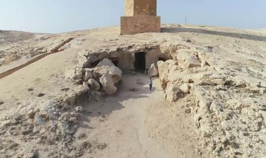 Đi giữa đường, sụp hầm vào mộ cổ kỳ lạ nhất thành phố xác ướp - Ảnh 1.
