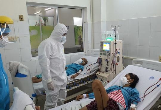 13 bệnh nhân Covid-19 nặng, nguy kịch, nhiều ca phải thở máy, ECMO - Ảnh 2.