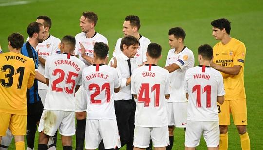Bị chế giễu đội tóc giả, HLV Conte đòi ăn thua với tiền vệ Sevilla - Ảnh 6.