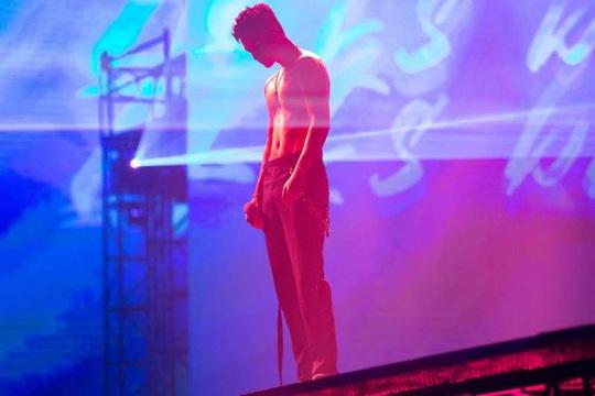 """Khán giả vất vả xem live show của """"ông hoàng thất tình"""" mùa Covid-19 - Ảnh 1."""