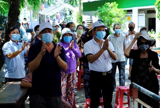Quảng Ngãi cho phép mở lại dịch vụ ăn uống, cà phê… - Ảnh 1.