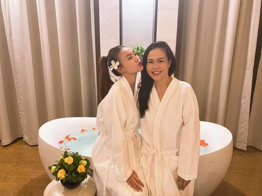 Ninh Dương Lan Ngọc khoe dáng với bikini - Ảnh 5.