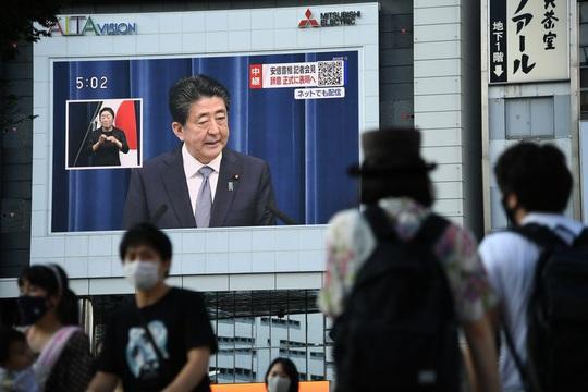 Tuyên bố từ chức, Thủ tướng Abe xin lỗi người dân - Ảnh 1.