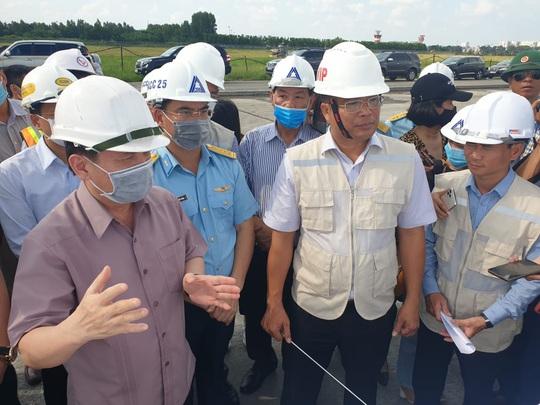 Bộ trưởng Nguyễn Văn Thể: Đặt chất lượng thi công đường băng lên hàng đầu - Ảnh 1.