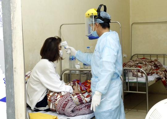 1 bác sĩ và 4 người khỏi Covid-19 tình nguyện hiến huyết tương điều trị bệnh nhân nặng - Ảnh 3.