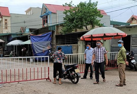 Sầm Sơn phong tỏa thêm 1 khu phố có 284 hộ dân để phòng chống dịch Covid-19 - Ảnh 1.
