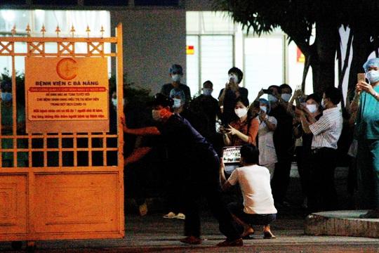 Bệnh viện C Đà Nẵng đã mở cửa trở lại, sau 14 ngày phong tỏa hoàn toàn - Ảnh 3.