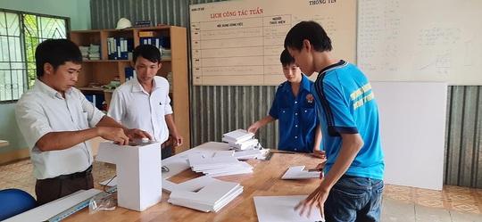 Hỗ trợ 13 máy rửa tay sát khuẩn tự động cho các điểm thi Ninh Thuận - Ảnh 1.