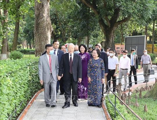 Tổng Bí thư, Chủ tịch nước dâng hương tưởng niệm Chủ tịch Hồ Chí Minh tại Nhà 67 - Ảnh 4.