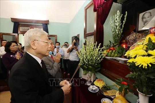 Tổng Bí thư, Chủ tịch nước dâng hương tưởng niệm Chủ tịch Hồ Chí Minh tại Nhà 67 - Ảnh 3.